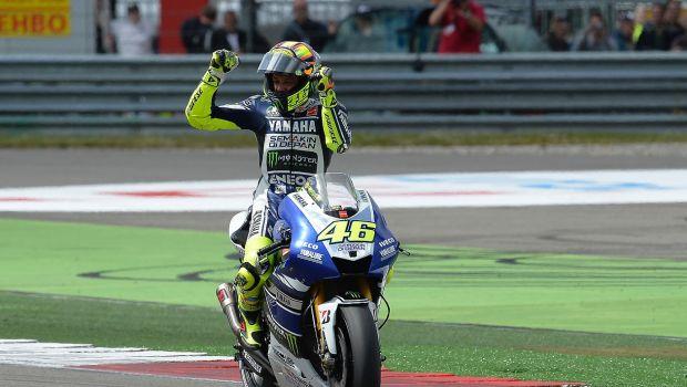 Photo de Valentino Rossi victorieux au GP d'Assen, en juin 2013