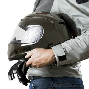 Blouson moto, casque et gants : L'équipement minimal !