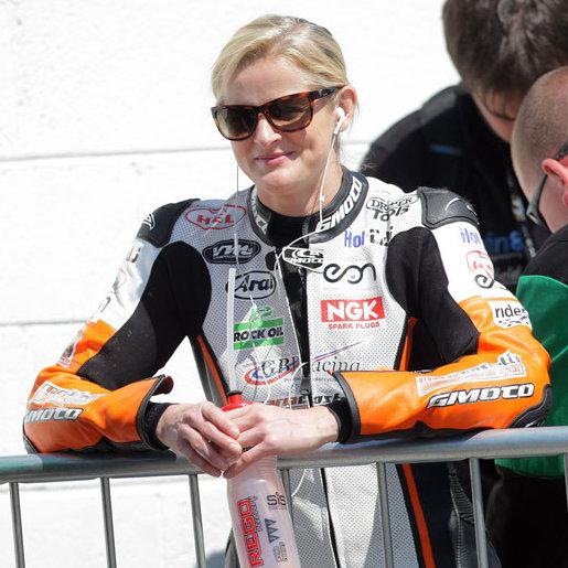 Maria Costello dans les paddocks du Tourist Trophy 2013
