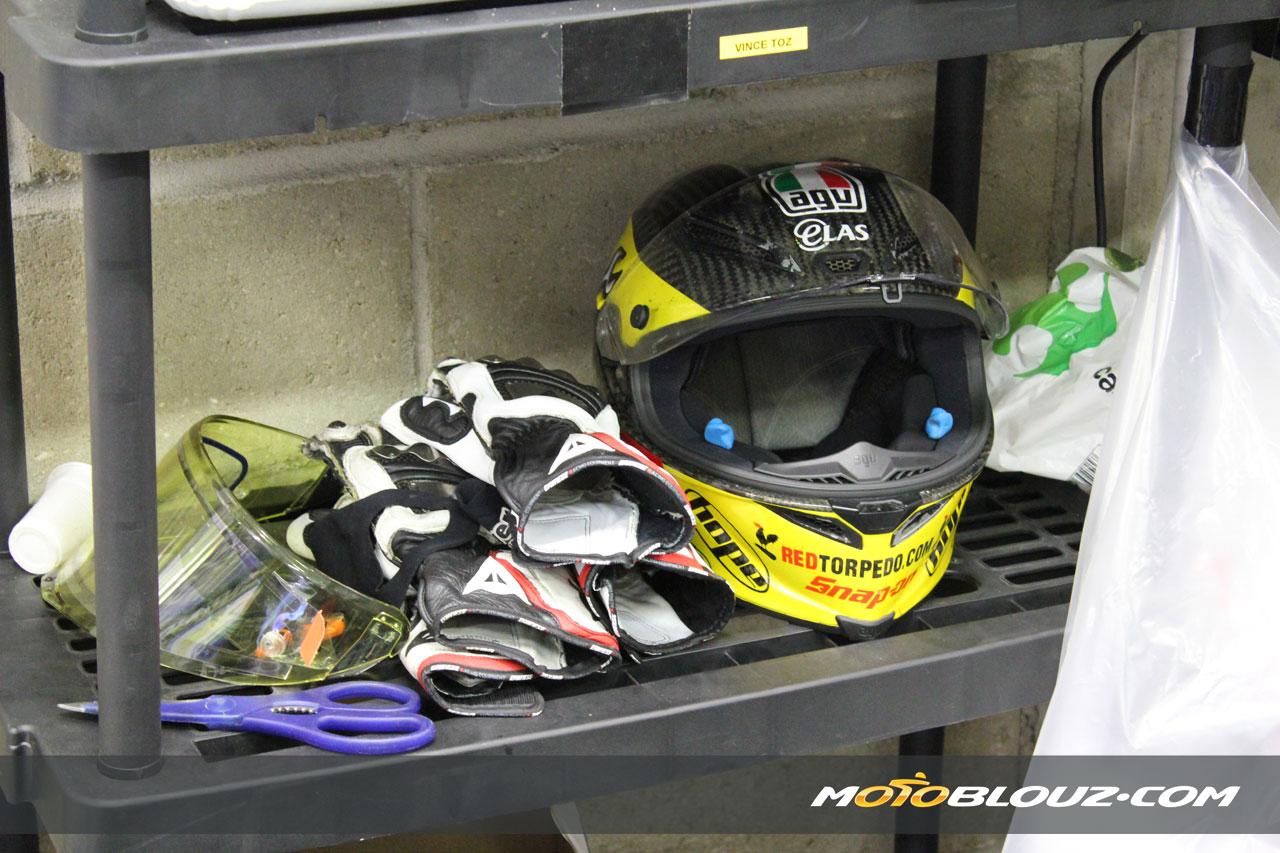 Le casque AGV Pista GP de Guy Martin attend son propriétaire