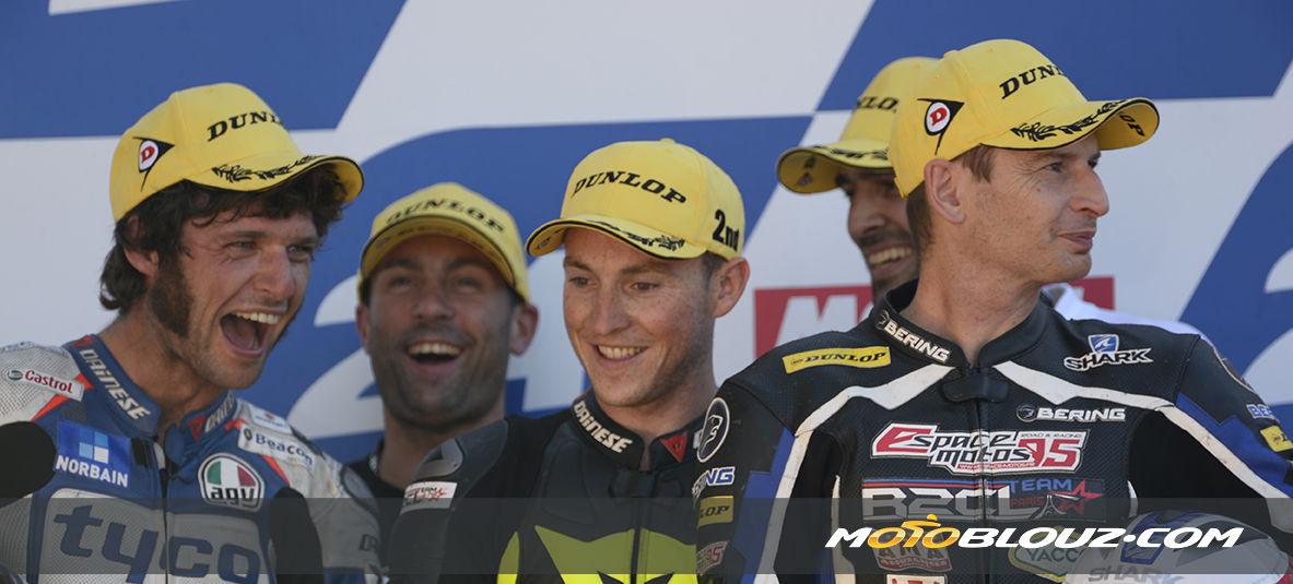 Les pilotes R2CL Motoblouz sur le podium du Mans