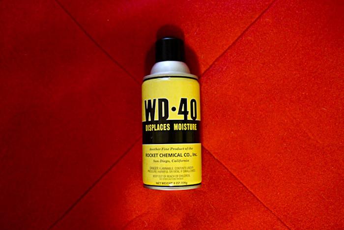 Un spray de WD-40 échappé des années 40 !