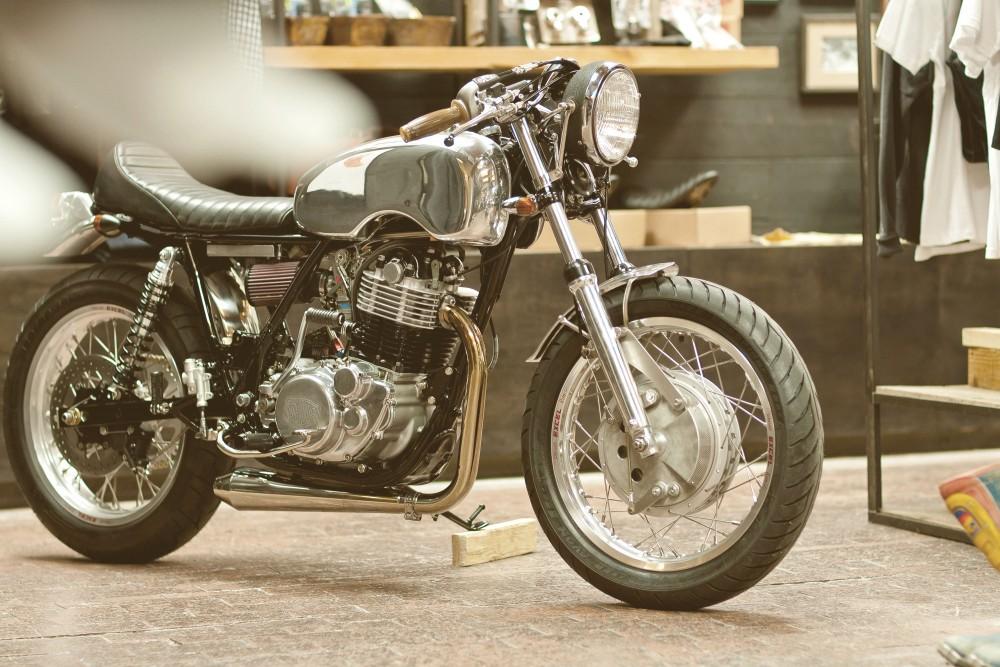 Yamaha SR500 par Deus - The Ding Dagger