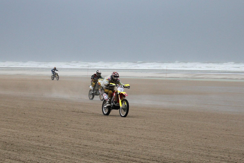 À pleine vitesse sur la plage...