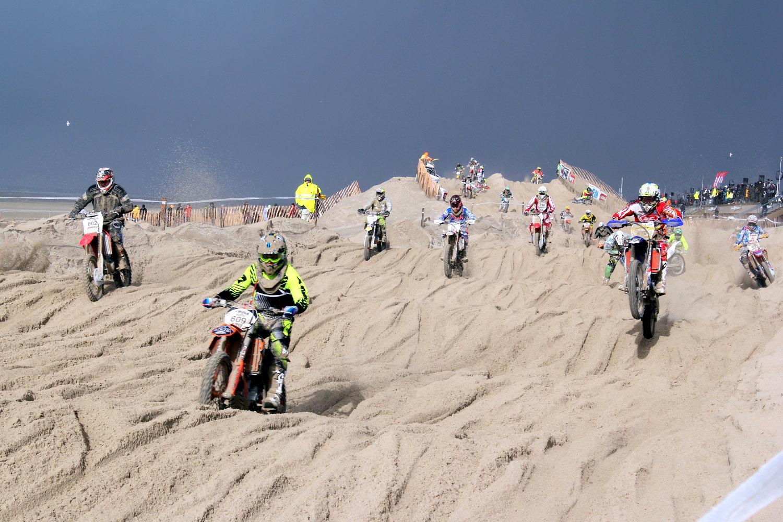 L'Enduropale, une course exceptionnelle où les meilleurs internationaux côtoient les débutants les moins endurcis...