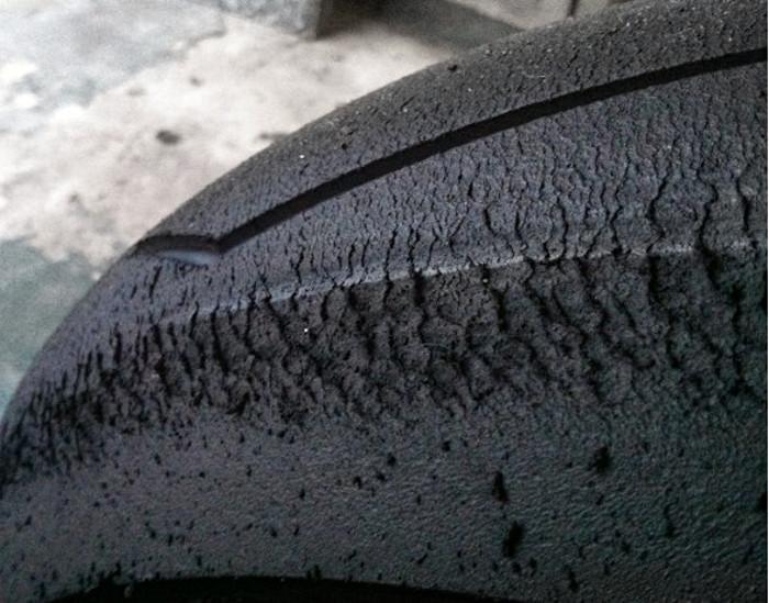 L'usure prématurée des pneus pistes traduit souvent des réglages inadéquats