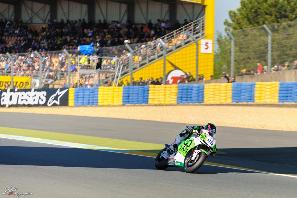 Scott Redding à l'ombre de l'arche Dunlop
