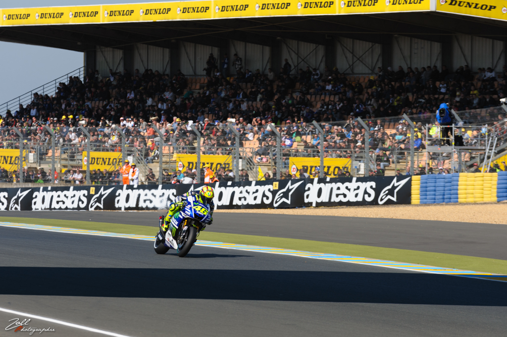 Valentino Rossi à l'approche de l'arche Dunlop