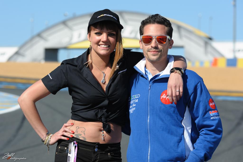 Tatiana, l'hôtesse Motoblouz, et Aexis Masbou (Moto2)