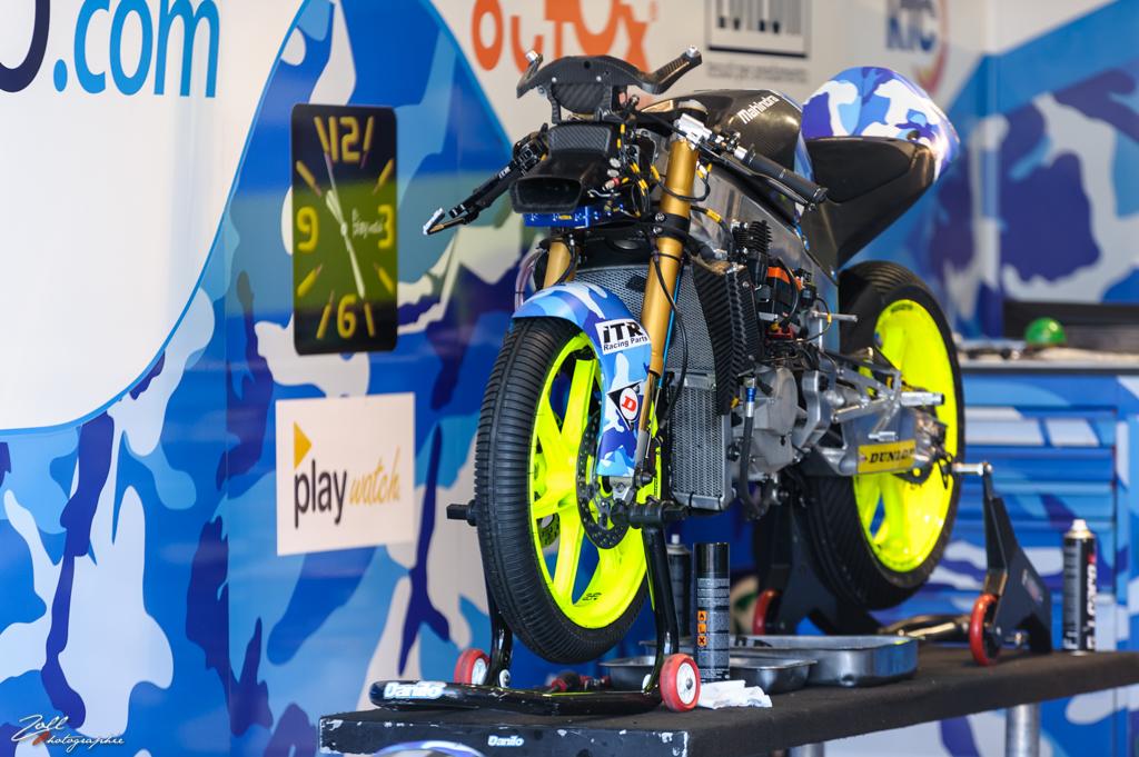 Derniers ajustements sur la moto de Jules Danilo