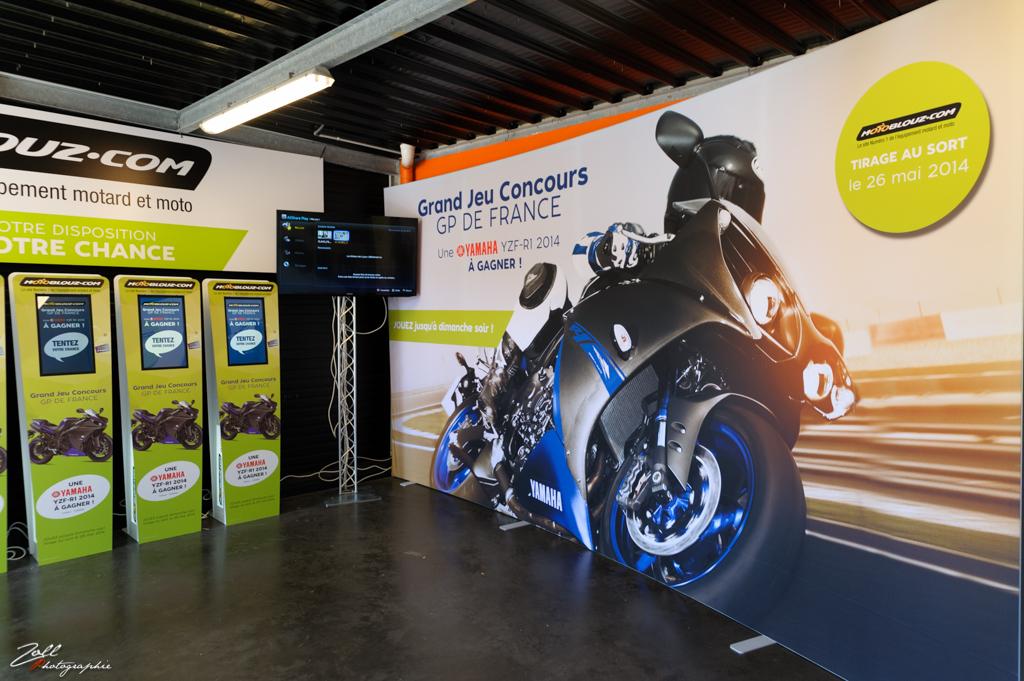 Vue de l'espace Motoblouz au village moto du GP de France