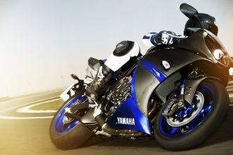 La yamaha R1 Race Blu mise en jeu par Motoblouz à l'occasion du GP de France 2014