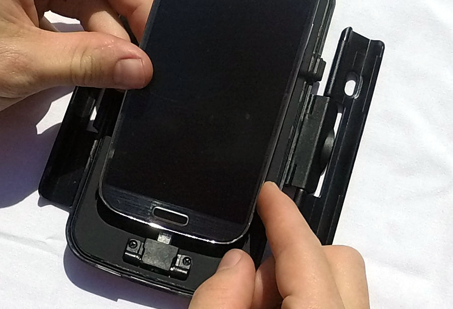 Mise en place du téléphone dans le boitier