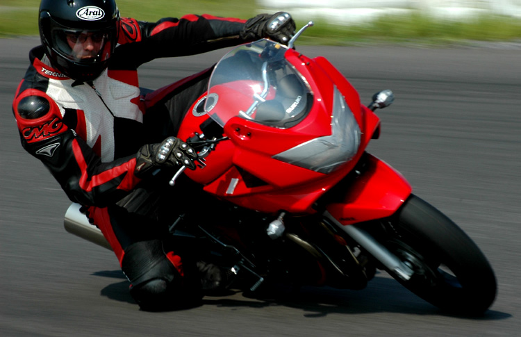 Rouler sur piste avec sa moto de route, c'est possible !