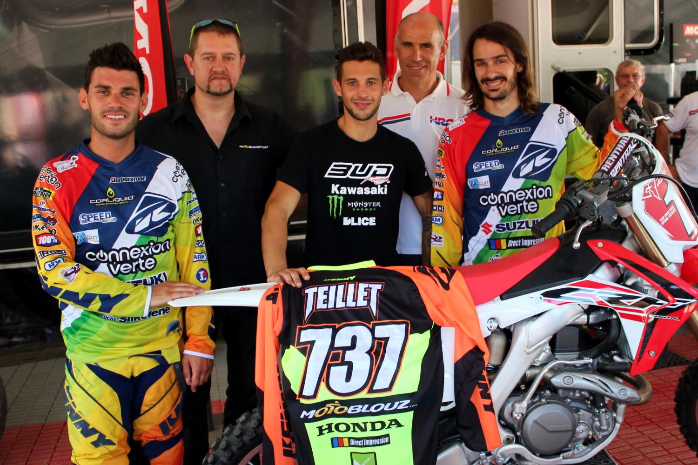 Le team SR Motoblouz au complet : de gauche à droite : Josse Sallefranque, Franc Dupont (Motoblouz), Valentin Teillet, Ludovic Devos (Honda France) et Fabien Izoird