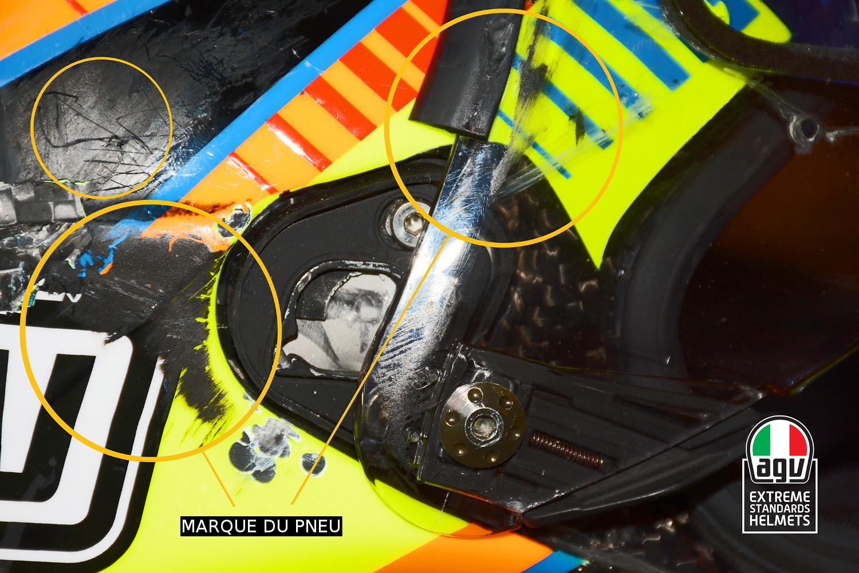 Les traces de pneu laissées par la roue arrière