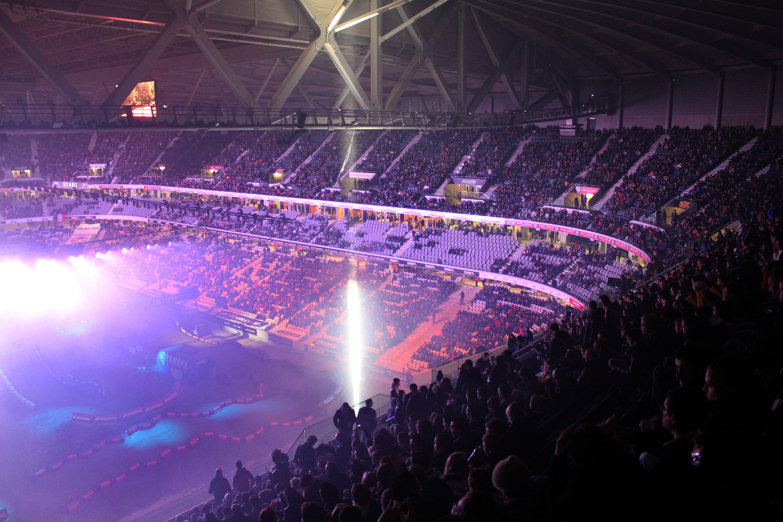 #sxparislille : L'ambiance se réchauffe à mesure que le stade se remplit. Début du show dans quelques minutes !
