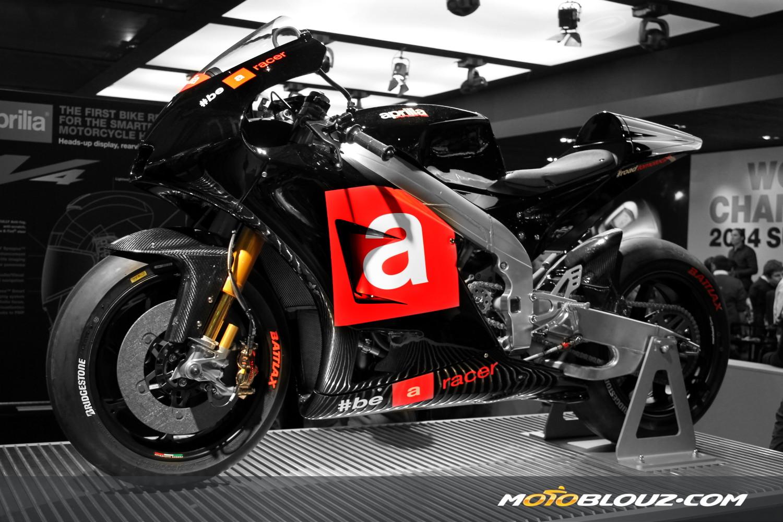 La machine de GP Aprilia telle qu'elle était exposée au salon de la moto de Milan