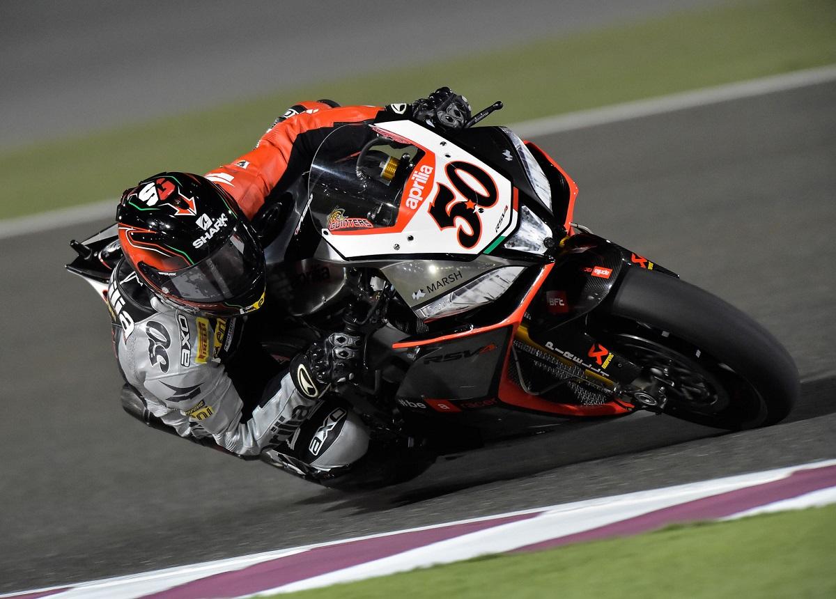 Sylvain Guintoli, son RSV4 et son Shark en action sur le circuit de Doha
