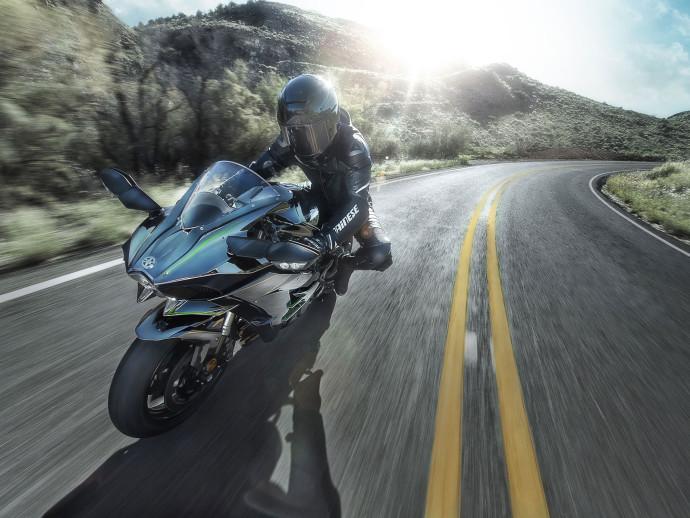 La Kawasaki H2 et ses traits agressifs en action