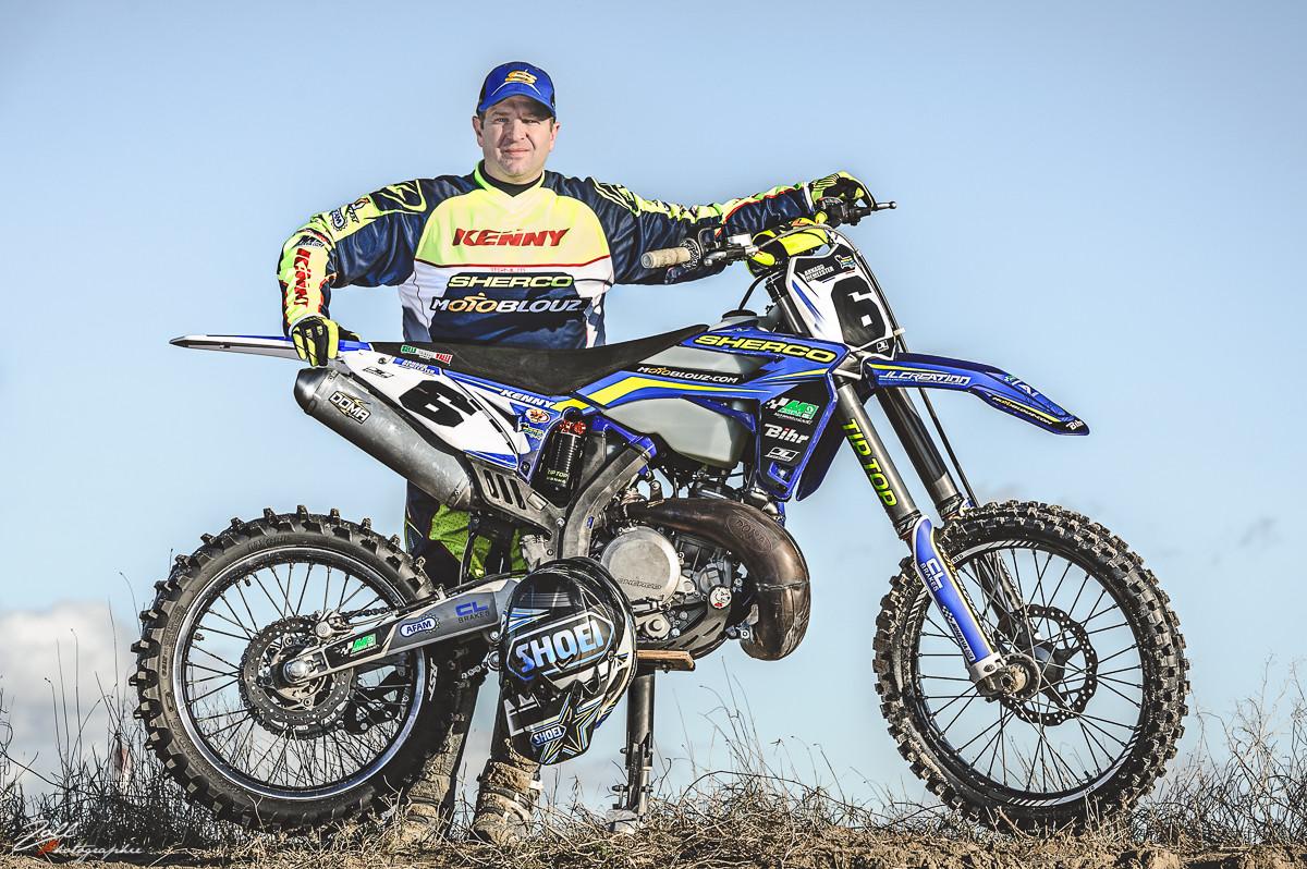 Arnaud Demeester et sa moto d'entrainement, à Loon Plage