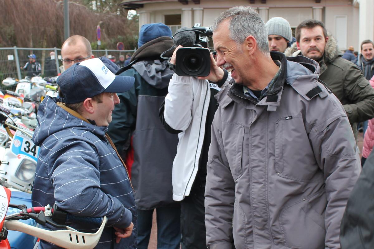 Arnaud discute avec Kees Van Der Ven, une autre légende du Touquet