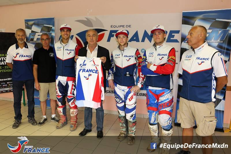 L'équipe de France au complet