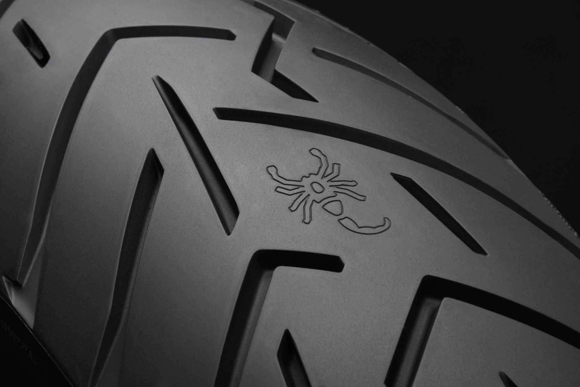 test pirelli scorpion trail ii un pneu trail aux g nes. Black Bedroom Furniture Sets. Home Design Ideas