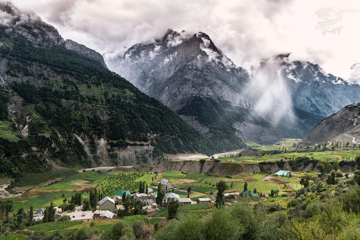 Le versant verdoyant du Ladakh a des faux airs de Suisse