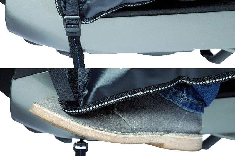 Cette bride se détache pour une meilleure mobilité des pieds