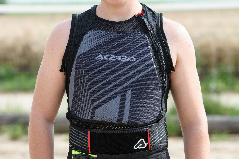 Le gilet Acerbis MX Jacket Soft 2.0 en mode plastron