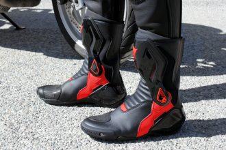 Look sportif mais confort routier pour les Dainese Nexus
