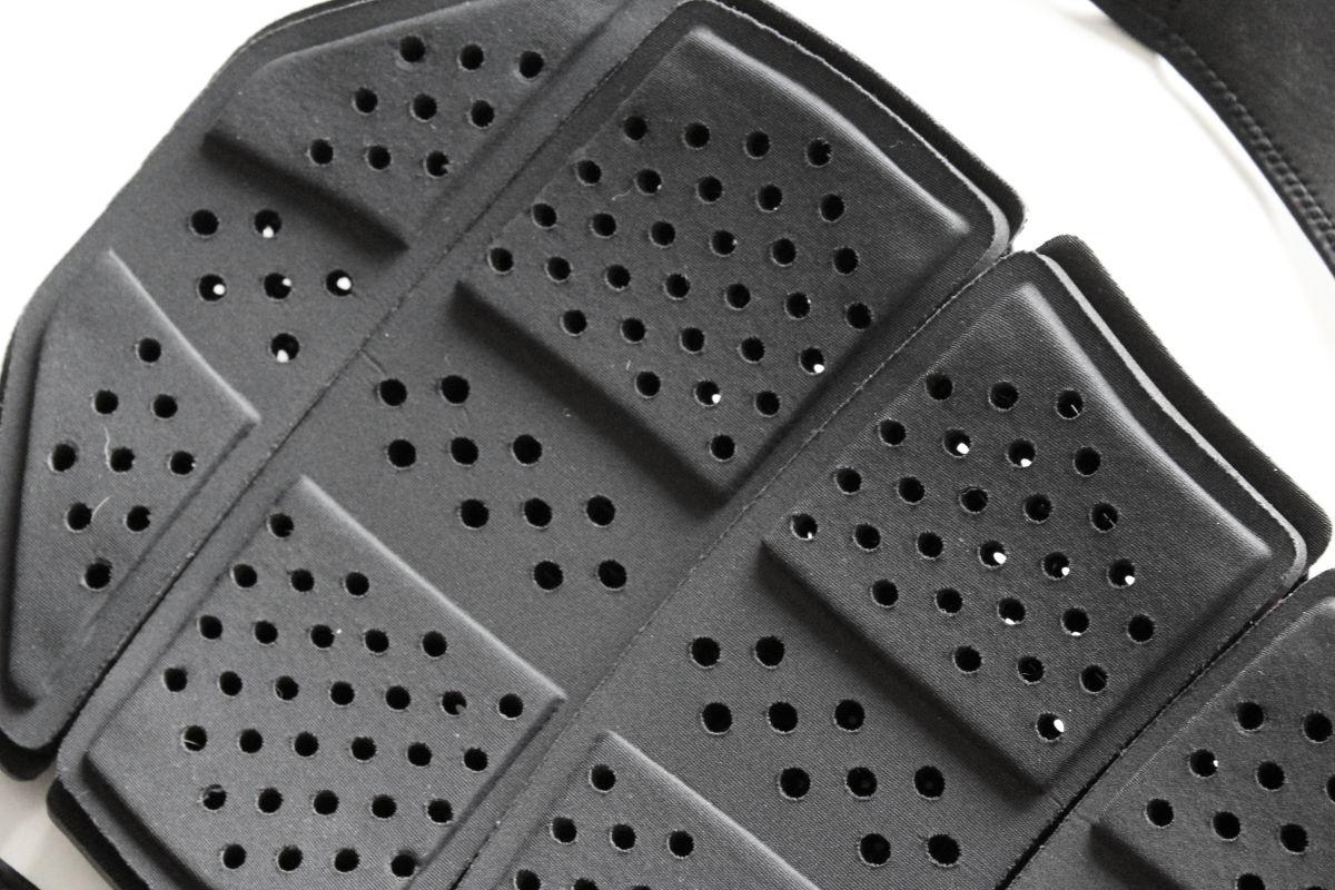 Perforations et zones de contact réduites