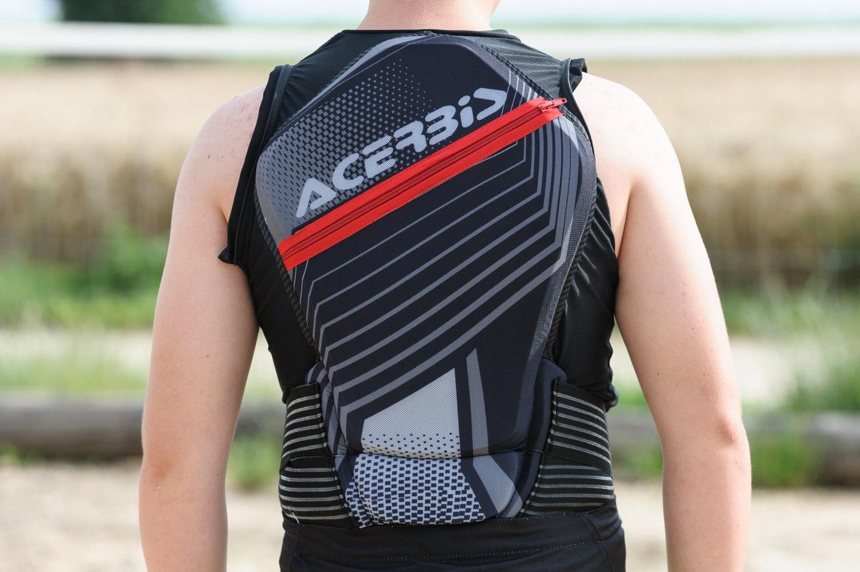 Le gilet Acerbis MX Jacket Soft 2.0 se révèle particulièrement ergonomique