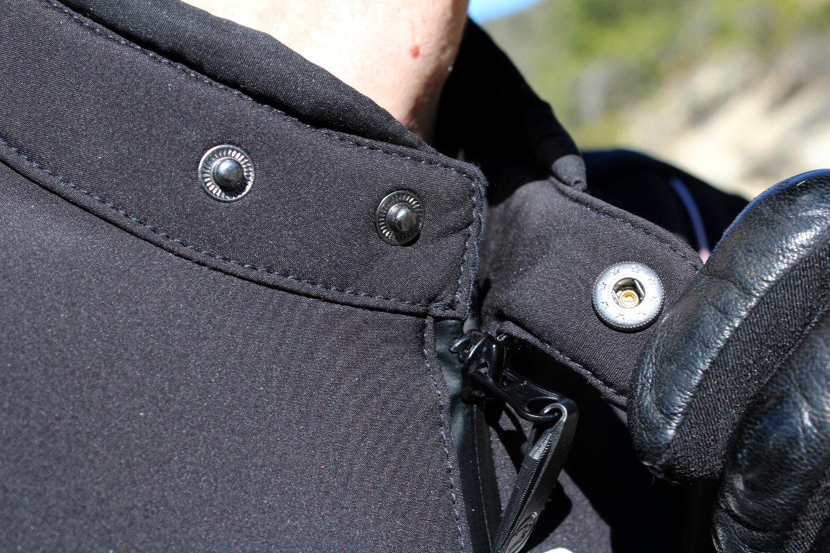 Le serrage du col n'est pas très pratique à manipuler avec des gants