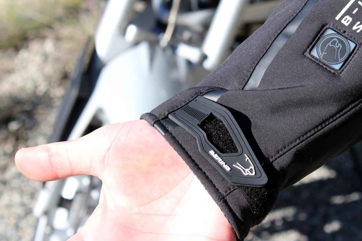 La patte de serrage du poignet, pratique et stylée