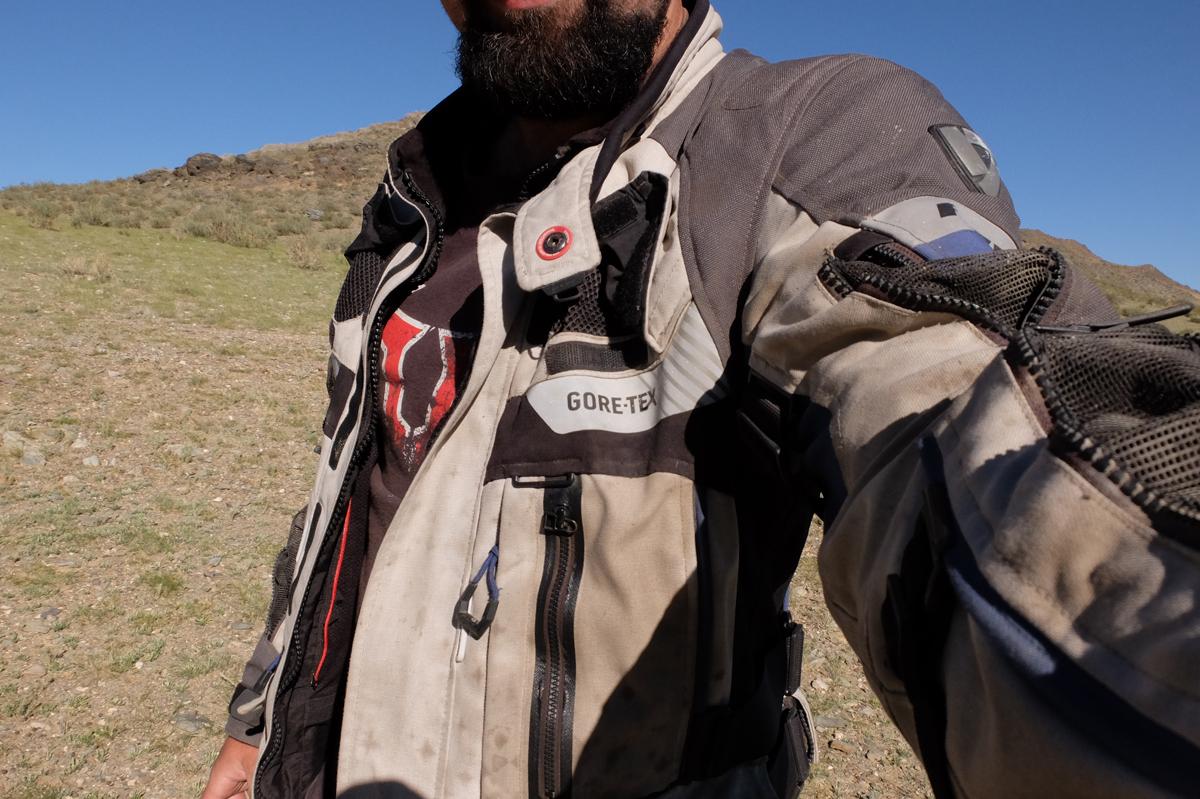 Nettoyer un blouson moto textile