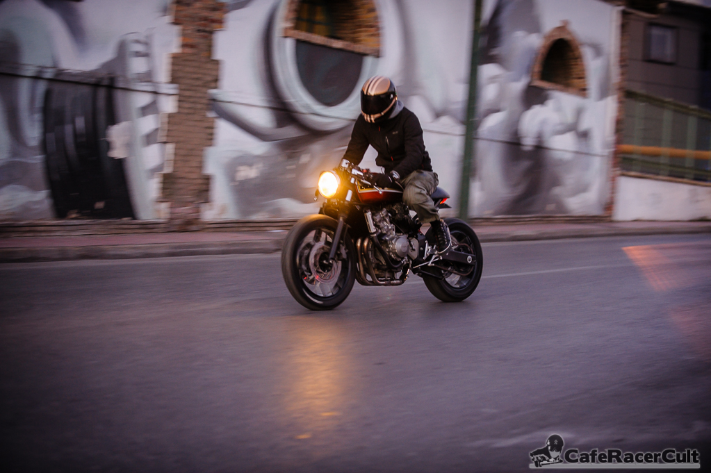 La Honda 600 Hornet retravaillée par Jigsaw Custom Motorcycles est vraiment classe
