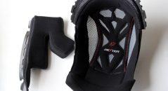Le choix des textiles intérieurs est précis : isolants mais respirants aux joues (gauche), ventilés pour la coiffe
