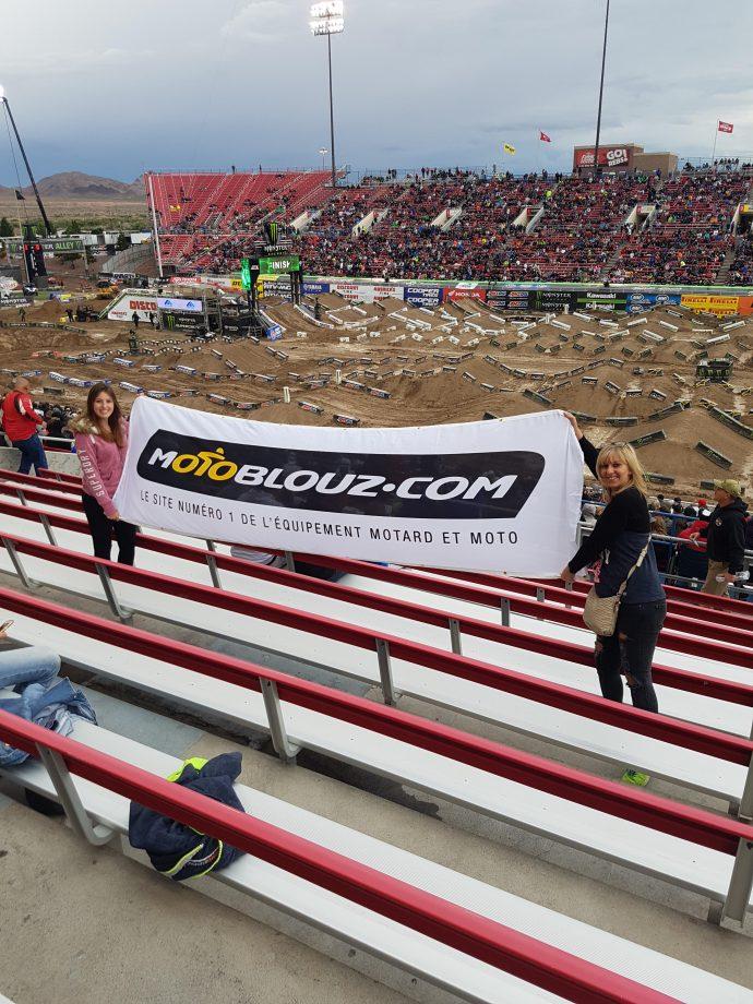 Logo Motoblouz lors de la finale du Supercross Américain