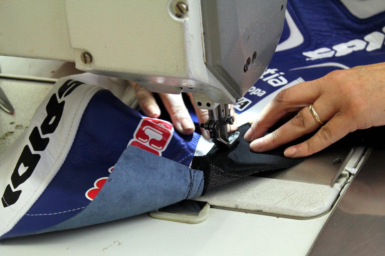 Confection d'une combinaison Spidi pour Hector Barbera, pilote MotoGP chez Avintia
