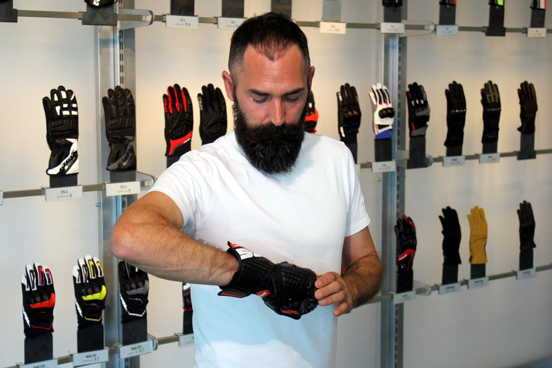 Emiliano, essaie des gants Spidi Carbo Track