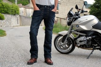 Le surpantalon easy 5 de 1964 Shoes se fait discret sur sa vocation protectrice