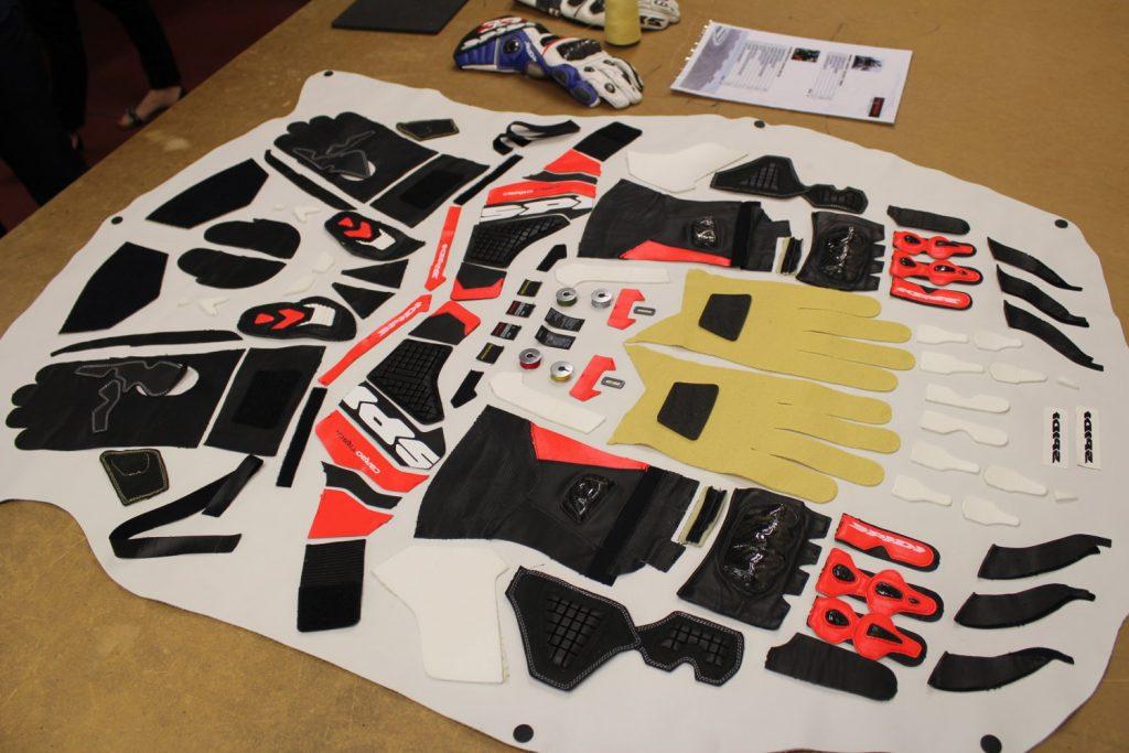 Le Carbo Track, gant haut de gamme de Spidi,  c'est 173 pièces par main