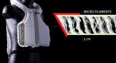 Grâce aux filaments, l'épaisseur de l'airbag du Dainese D-Air Misano 1000 est limitée à 5 cm pour une meilleure répartition de l'onde de choc