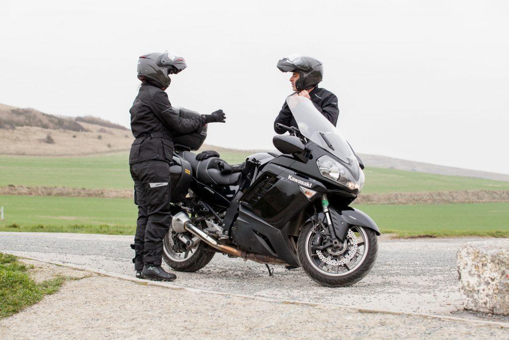 Motard et passager moto