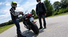Blouson, gants et bottes sont désormais obligatoires en plus du casque pour passer le permis moto