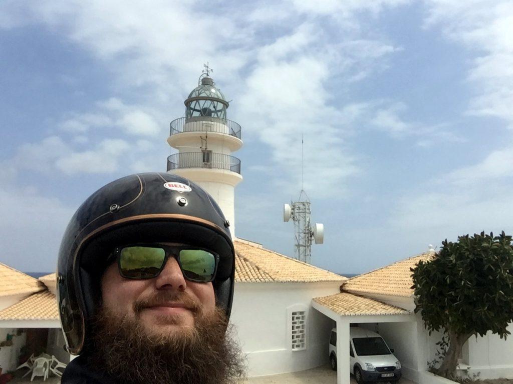 Le phare de Cullera, auquel on accède par une superbe route viroleuse