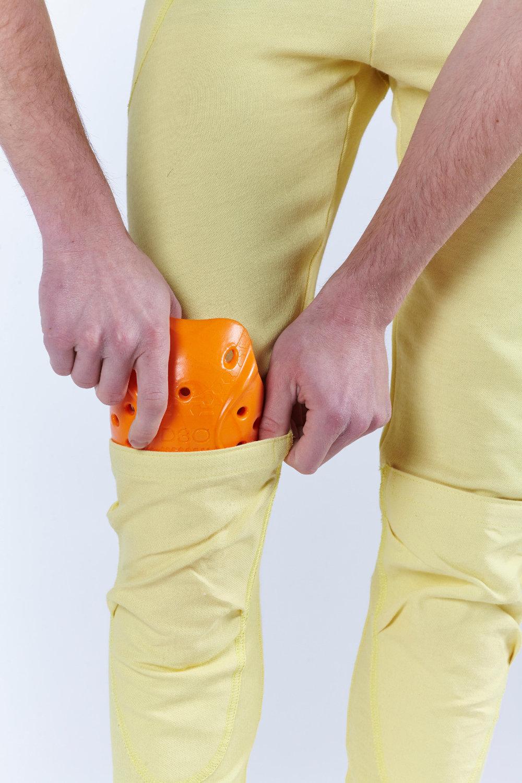 Vous pouvez loger des coques antichoc sur les genoux
