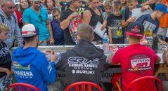 Les pilotes sont facilement accessibles avant la finale du pro hexis supercross 2016